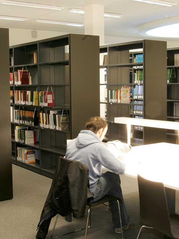 Bibliotheek-leestafel
